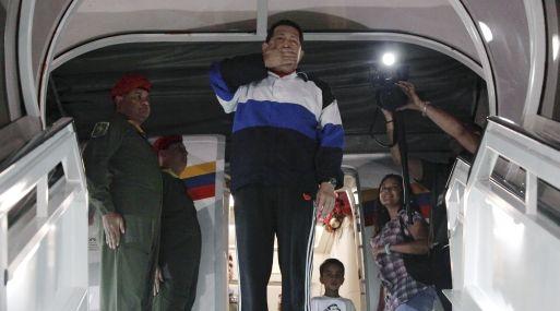 <strong>Rumbo a Cuba.</strong> Chavéz dejó su país durante la madrugada. (Reuters)