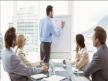 Reuniones. En muchas compañías, cuando hay reuniones,  basta que un ejecutivo hable en una lengua distinta para que la conversa