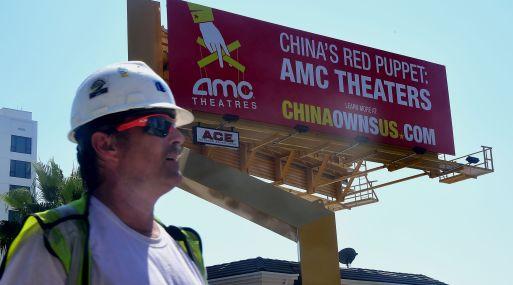 El cartel es obra de Rick Berman, un cabildero en una misión contra la adquisición de las películas de EE.UU. (Foto: Bloomberg)