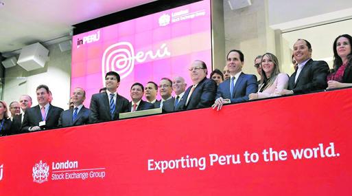 La delegación de inPerú, compuesta por autoridades y empresarios,  participó en el tradicional campanazo en la Bolsa de Londres.