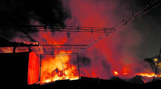 el de casas y empresas no est asegurado contra incendios y terremotos