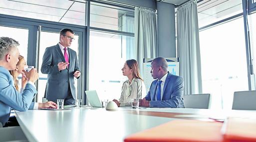 El ejecutivo debe priorizar su trabajo: mantener las puertas de su oficina abiertas y evitar llamadas personales.