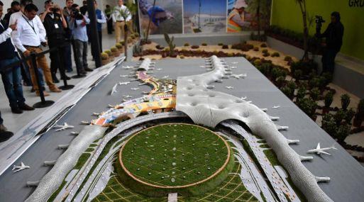 Maqueta del nuevo aeropuerto de Ciudad de México. (Foto: AFP)