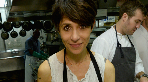 Dominique Crenn es la primera chef que en Estados Unidos ha conseguido dos estrellas Michelin para su propio restaurante.