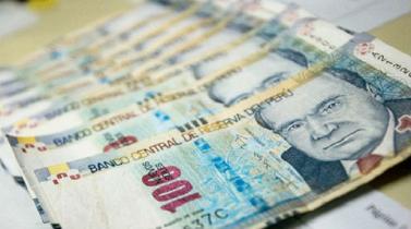 Menores precios del cobre y mineral de hierro impactarán al sol peruano y peso chileno