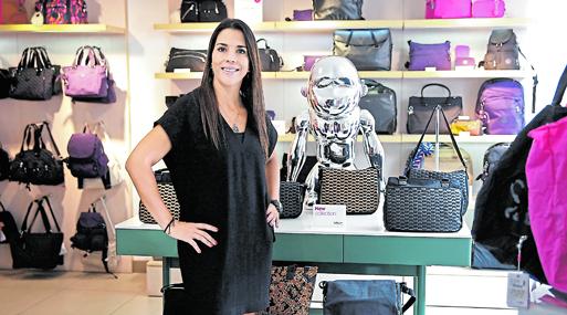 Bárbara Boero inició como compradora de ropa para personas de la tercera edad en tiendas por departamentos. Más tarde, llegó a La Polar (Chile) y, actualmente, suma dos años en la dirección de Komax.