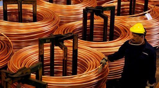 El cobre referencial en la Bolsa de Metales de Londres retrocedía 0.4% a US$ 5,773 la tonelada a las 1240 GMT.