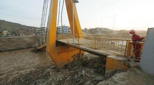 """Caída del puente """"Solidaridad"""" en el malecón Checa (foto: USI)."""
