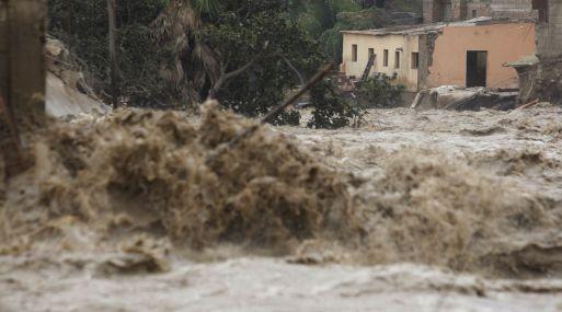 Fuertes lluvias en Lima dejan más de 9 mil afectados — CHILE