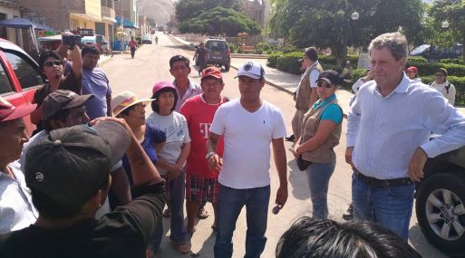 Thorne supervisó entrega de productos de primera necesidad a damnificados en Coayllo en Cañete.