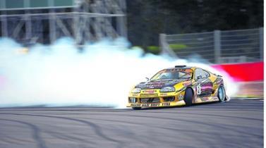 Drifting. La práctica japonesa que conquista con tracción, potencia y muchos derrapes