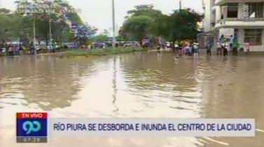 Piura amaneció con sus principales calles inundadas por desborde del río