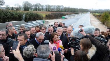 Francia inaugura carretera solar que abastece de energía a un pueblo