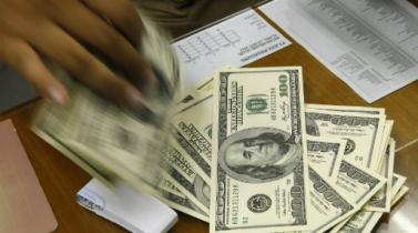 Tipo de cambio cierra en baja en medio de periodo pago de impuestos