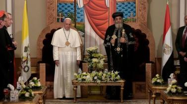 """Papa consuela a los coptos de Egipto y denuncia la violencia """"en nombre de Dios"""""""