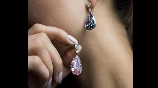 Dos pendientes de diamante vendidos por récord mundial de $57,4 millones
