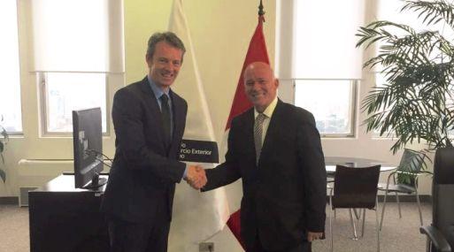 Embajador Nicholas McCaffrey y ministro Eduardo Ferreyros. (Foto: Embajada de Australia)