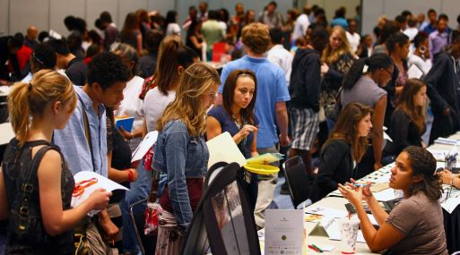 La tasa de desempleo de mayo para los jóvenes de 16 a 19 años fue del 14.3% en EE.UU. (Foto: Bloomberg)