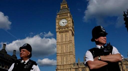 Conservadores británicos siguen negociando respaldo de unionistas a su gobierno