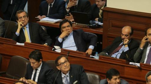 Ministro de Economía peruano pierde confianza de Congreso y debe renunciar