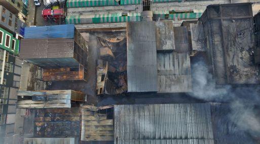 Así luce el quinto piso de la galería Nicolini, que fue destruida por un incendio ocurrido el jueves. (Foto: Andina).