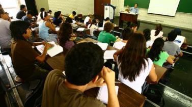 ¿Qué factores de la conducta influyen las decisiones de educación y empleo?