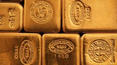 Oro sube por debilidad del dólar y nerviosismo en mercado bursátil