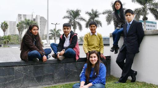 Becarios de izquierda a derecha: Liseth Curasi, Luis Nizama, Willian Aguilar, Pamela Gomez, Manuel Chirinos y Natalie Valdivia. Foto: Difusión