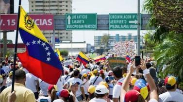 Deuda de Venezuela cae ante temor que sanciones causen default