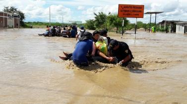 El éxodo de los inundados de Perú se agrava con enfermedades y plagas