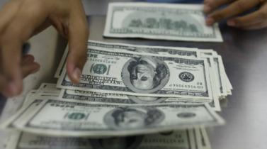 Tipo de cambio sube por aumento de posiciones en dólares de bancos