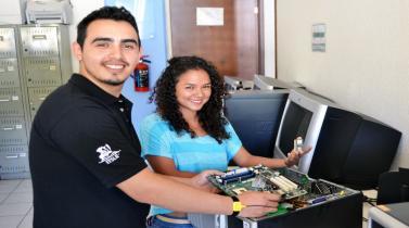Ingeniería de Sistemas: los recién egresados mejores pagados son de estas universidades peruanas