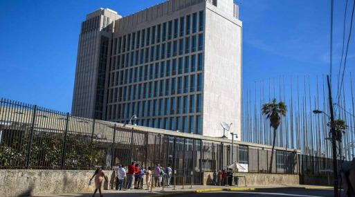 Reporta problemas de salud de algunos empleados de la embajada en Cuba