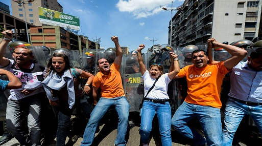 Cancillería evalúa evacuar a nuestros compatriotas de Venezuela