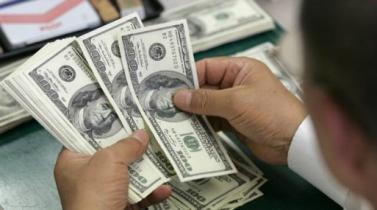 Tipo de cambio cierra estable tras intervención del Banco Central ante caída global del dólar