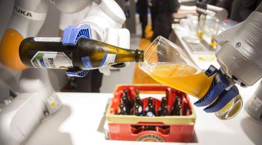 Resultado de imagen para robots que sirven cerveza