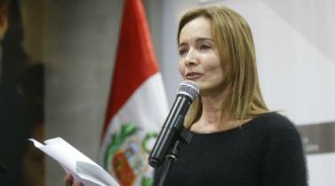 Marilú Martens anuncia decreto de urgencia para materializar beneficios a maestros