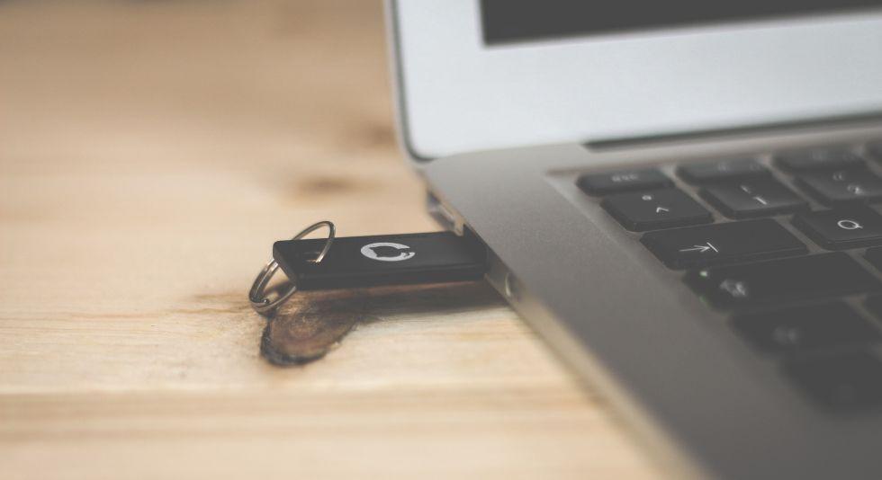 Internet, información electrónica, virus informático, IT Talent