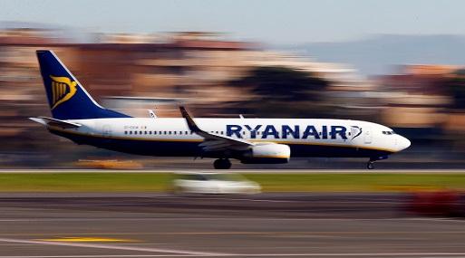 Una low cost anunció una masiva cancelación de vuelos — Miles de varados